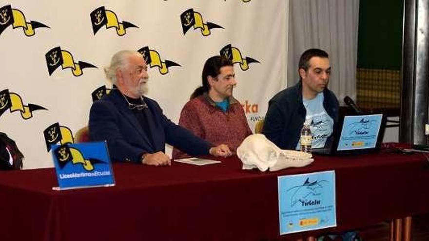 La ONG Cemma presenta su proyecto para conocer al delfín mular de aguas gallegas