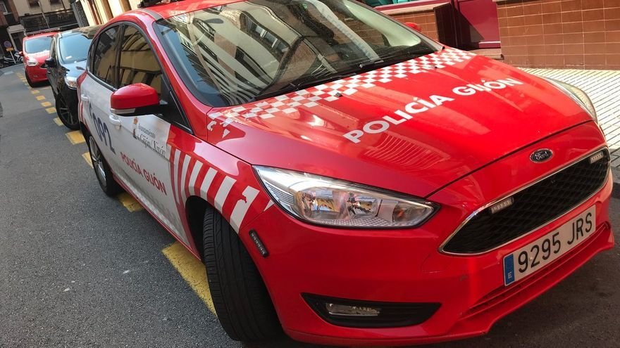 La Policía interviene en dos fiestas en domicilios en Gijón y sanciona a 35 personas