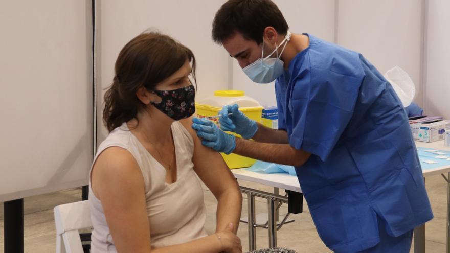 La vacunació a Girona no es reactiva i segueix sota mínims