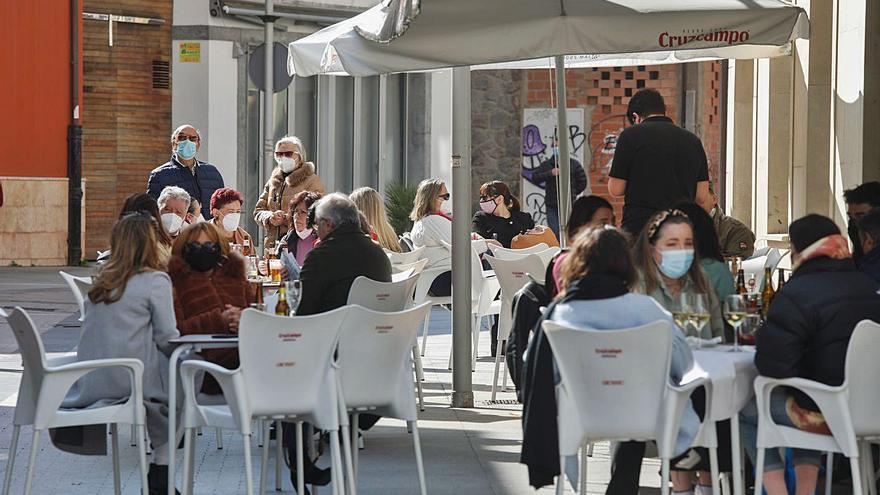 La falta de ayudas directas asfixia ya a miles de negocios en Asturias, dicen las asesorías