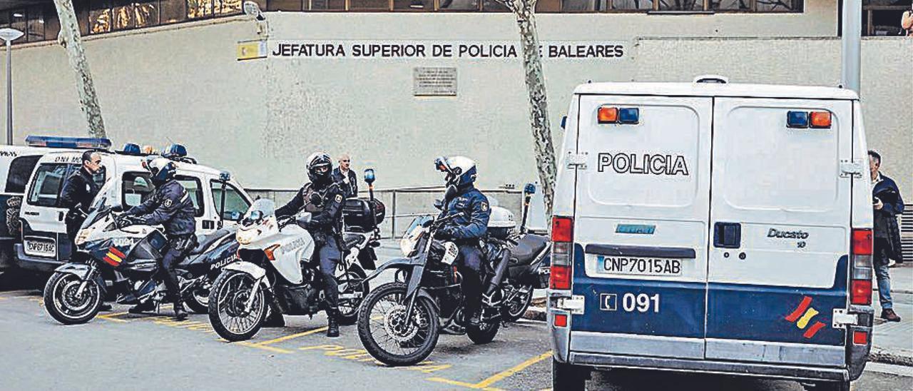 El hombre acudió a la Jefatura de Policía a pedir asilo.