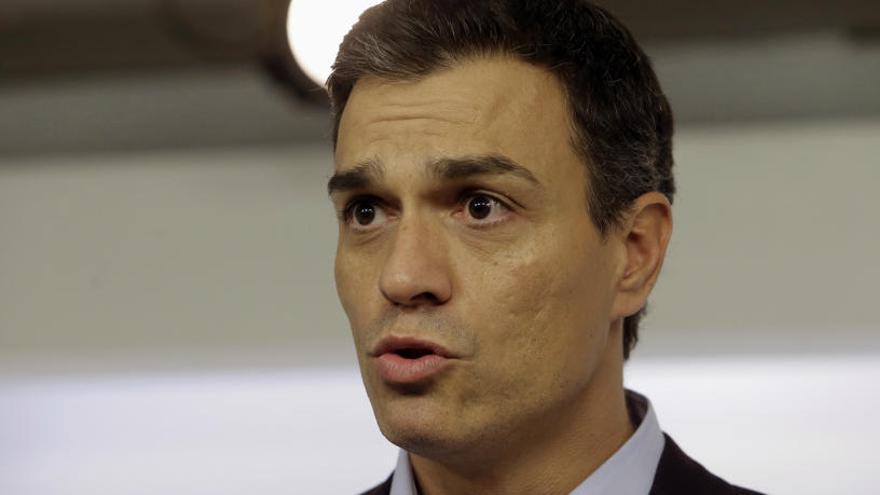 El PSOE rectifica para que Sánchez esté en cuarta fila