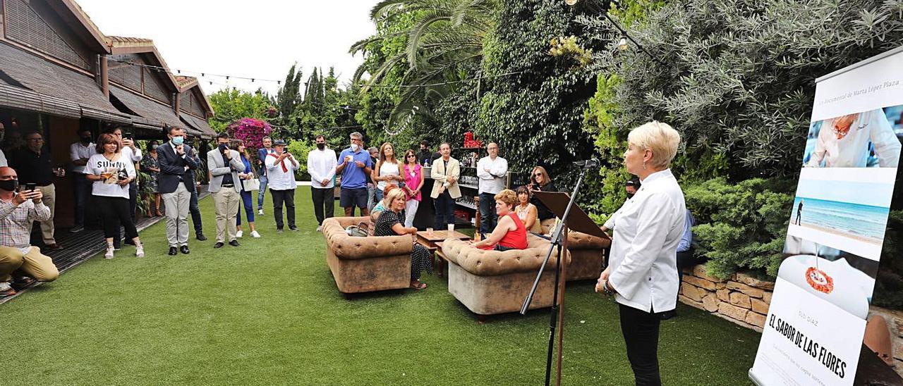 Un momento de la presentación del documental en el restaurante La Finca de Elche, ayer. | ANTONIO AMORÓS