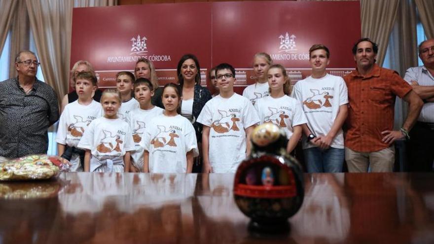La alcaldesa recibe a niños bielorrusos con diferentes patologías debido a la catástrofe de Chernóbil