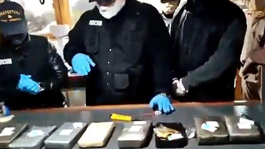 Cuando sales a por gambón y pescas cocaína