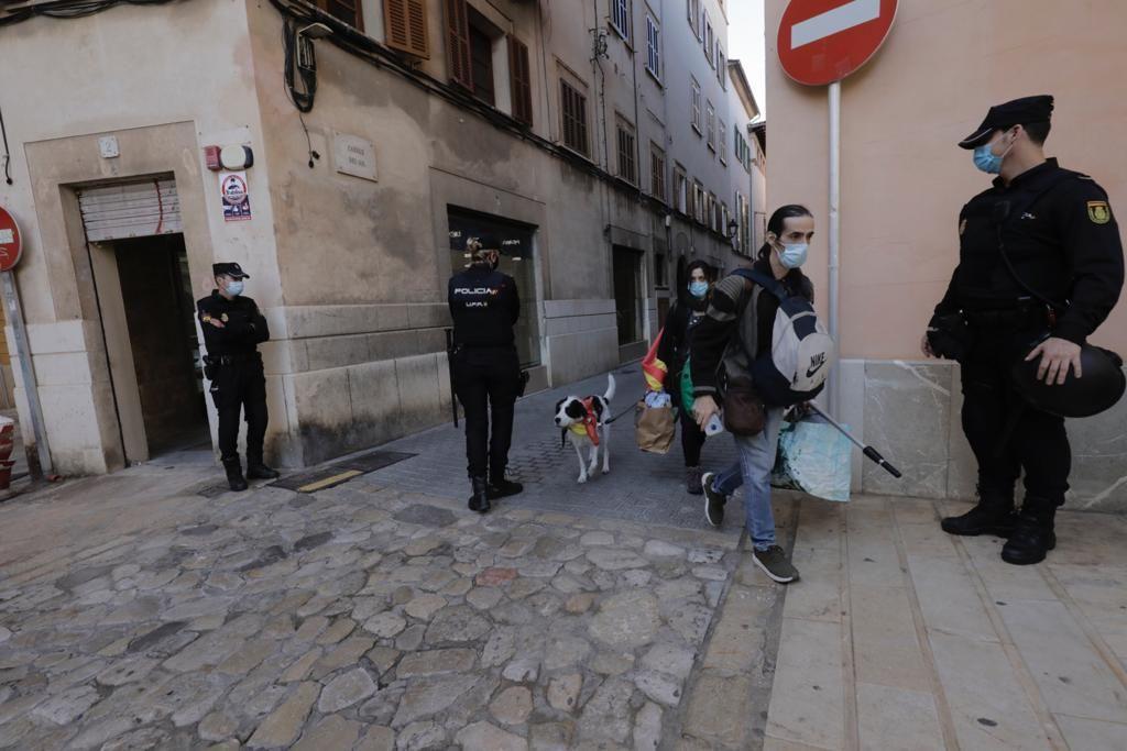 Inician los tres desahucios de la calle Sol sin incidentes