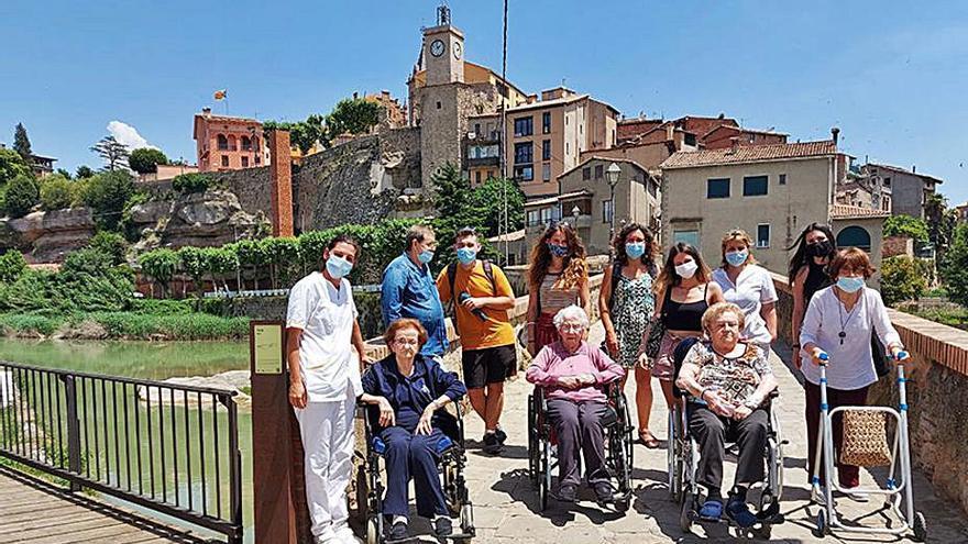 Joves i residents elaboren programes radiofònics a Gironella