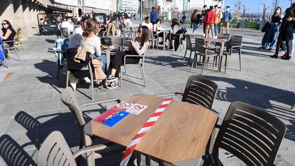 Terraza con limitación de aforo en A Coruña.