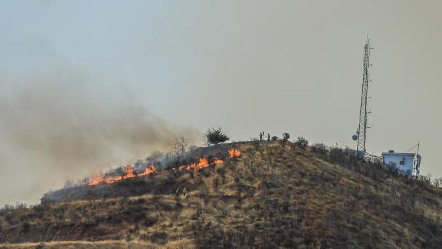 Nuevas evacuaciones por el incendio forestal de Gran Canaria, que quema Tamadaba