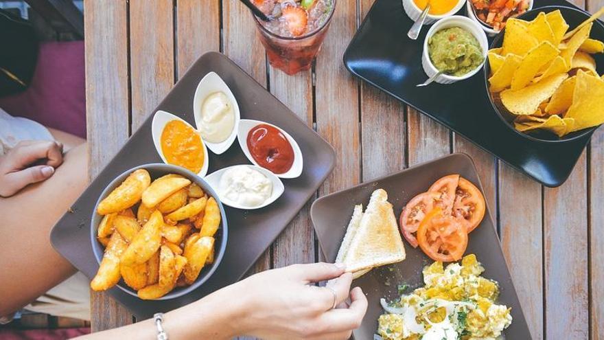 Lo que debes desterrar de tu dieta según los nutricionistas para perder peso sin esfuerzo