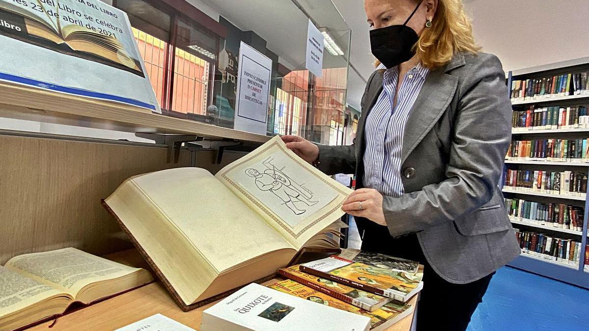 Ejemplar del Quijote que se expone en la biblioteca.