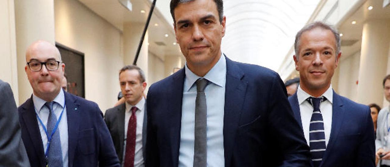 """Sánchez promete a Canarias un Gobierno """"amigo"""" que dotará todos los convenios"""