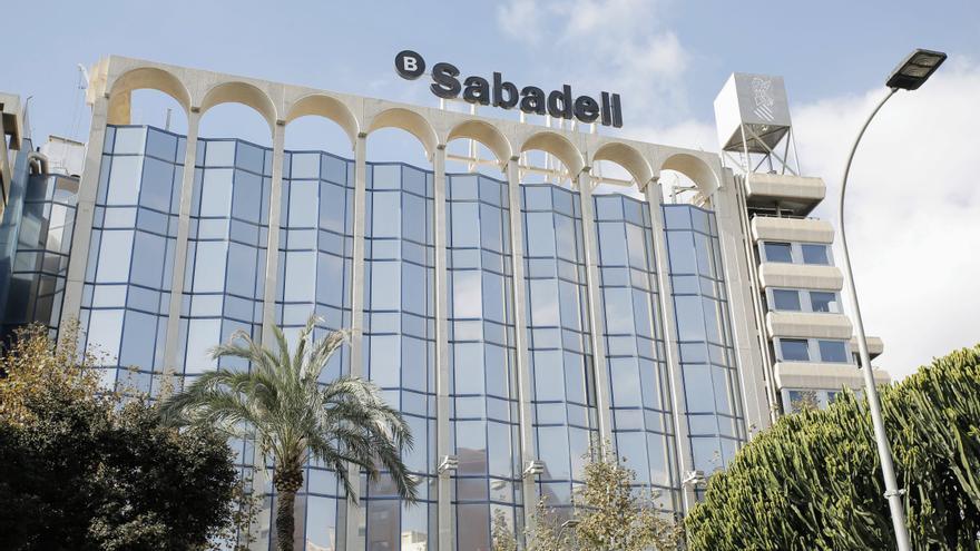 Los trabajadores del Sabadell se concentrarán contra el ERE en la sede del banco en Alicante