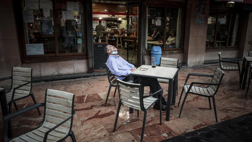 """Los hosteleros asturianos ante la semana de la desescalada (casi) definitiva: """"Ya se podían haber abierto del todo las barras y el ocio nocturno"""""""