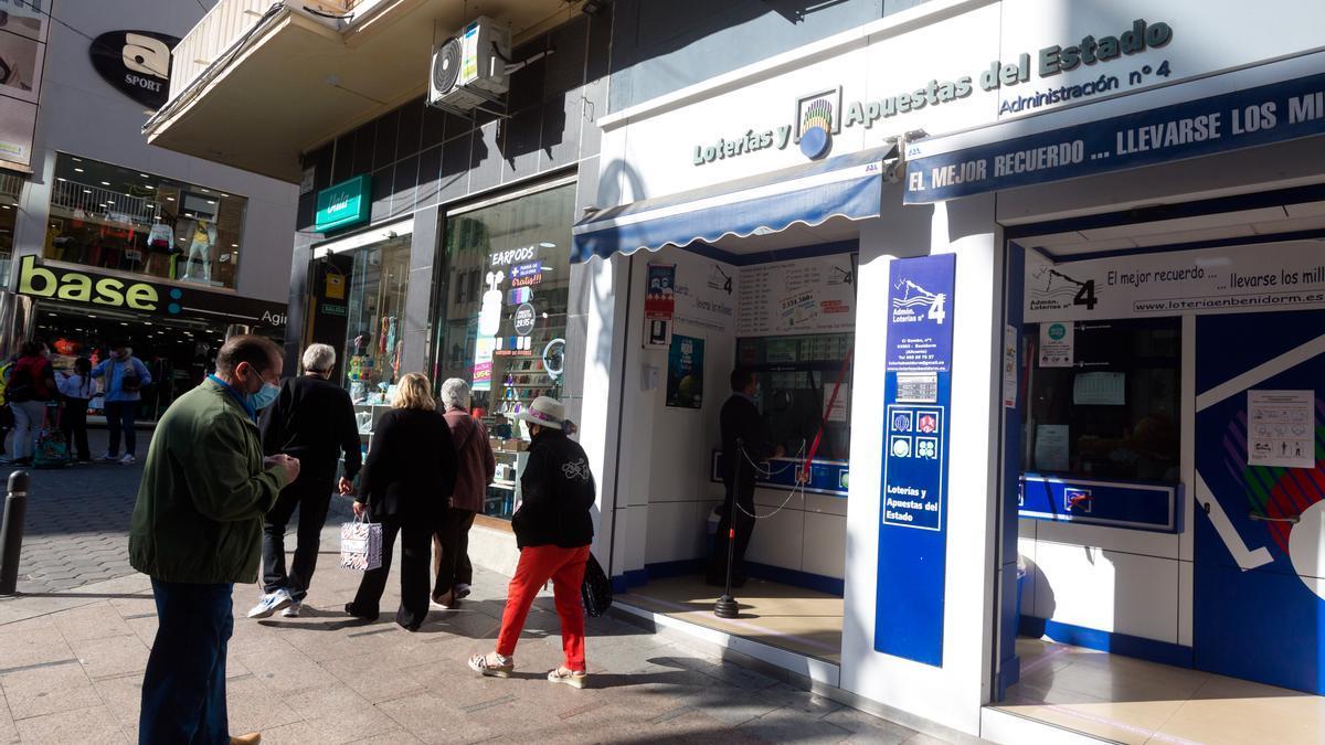 Una de las administraciones de Lotería del centro de Benidorm.