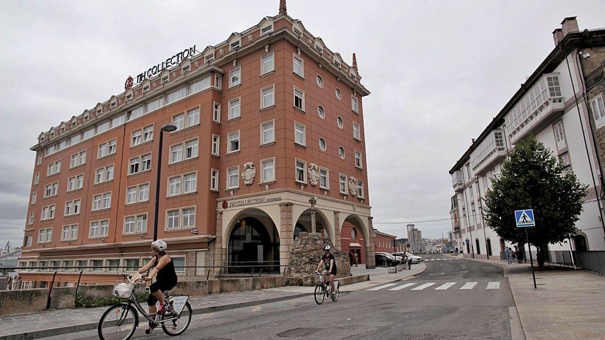 Hotel coruñés donde se encuentra aislada la expedición del Fuenlabrada.