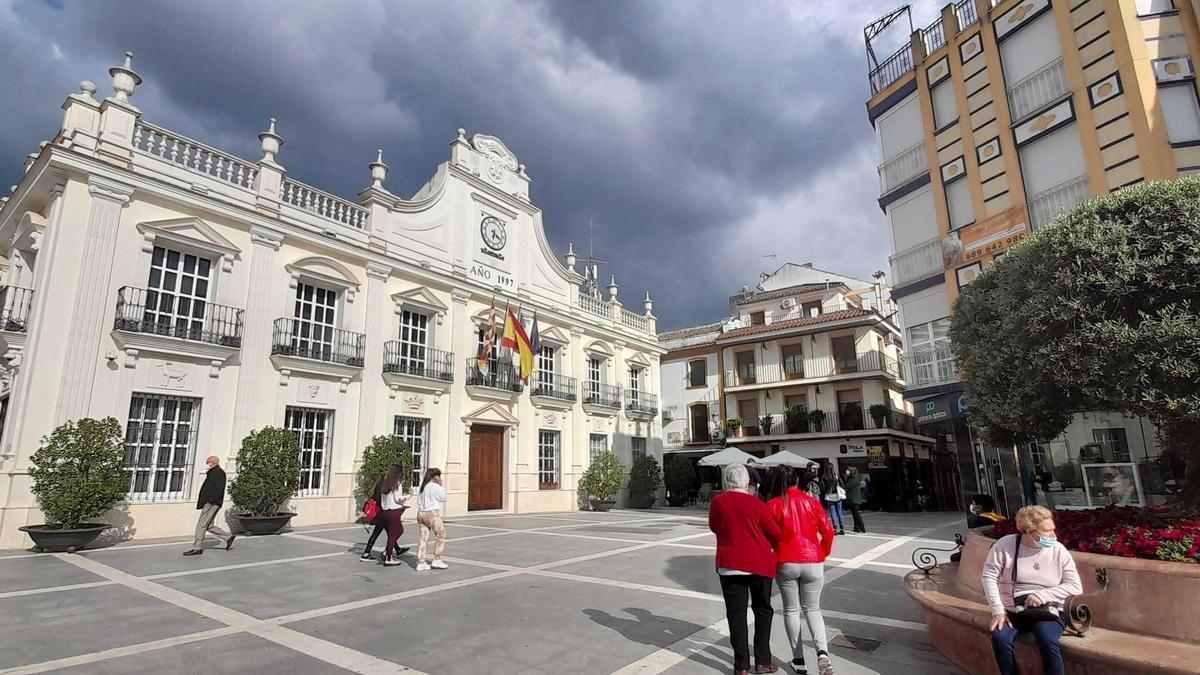 Plaza de España, donde se encuentra el Ayuntamiento de Cabra.