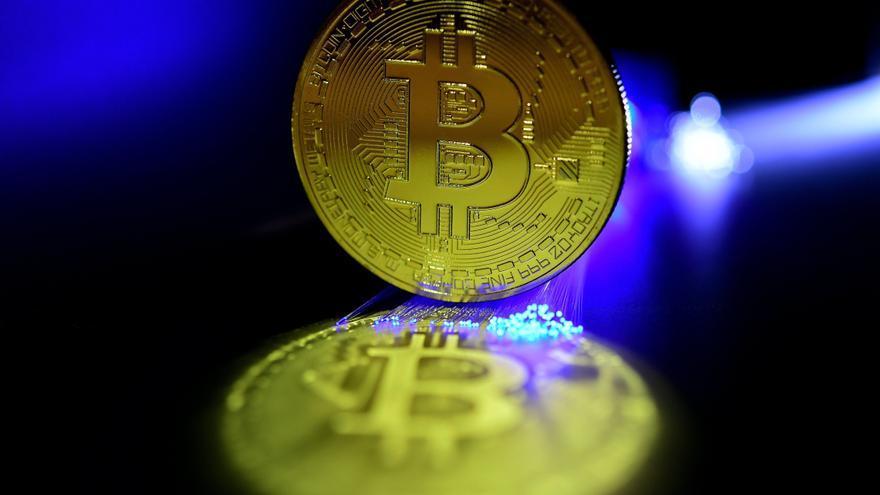 El bitcoin aconsegueix un nou rècord històric i gairebé toca els 67.000 dòlars
