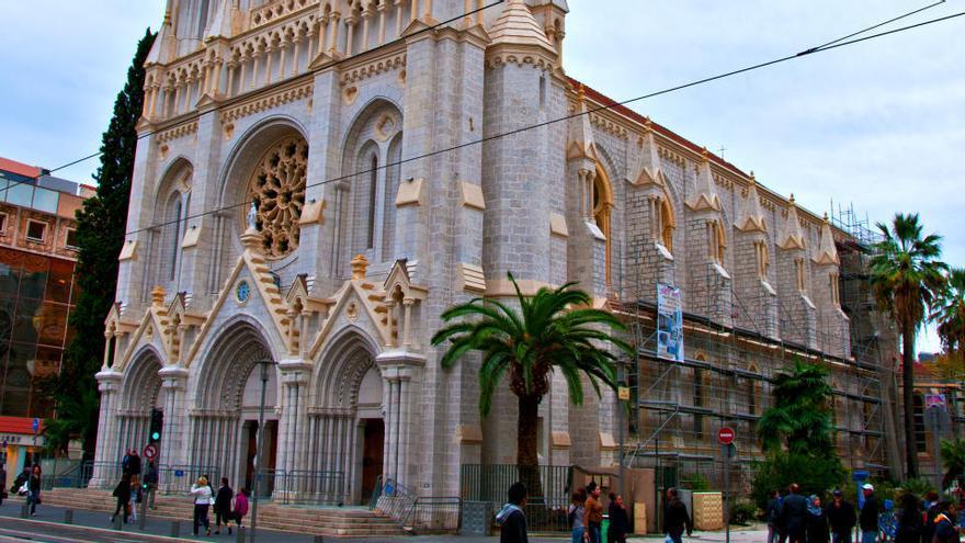 Al menos un muerto tras un ataque con cuchillo junto a una iglesia en Niza