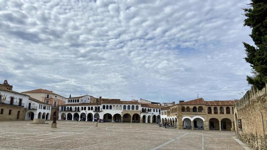 Prohíben el tráfico en la histórica Plaza Porticada de Garrovillas de Alconétar