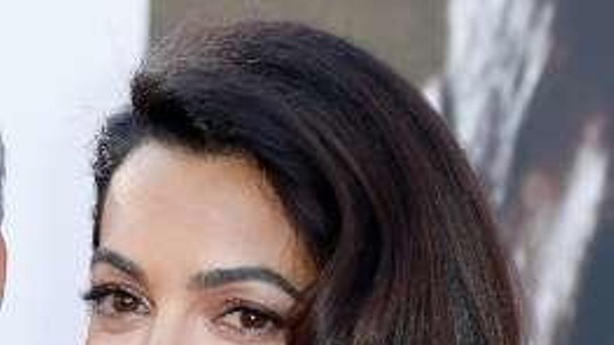 Amal Clooney amonesta a los empresarios