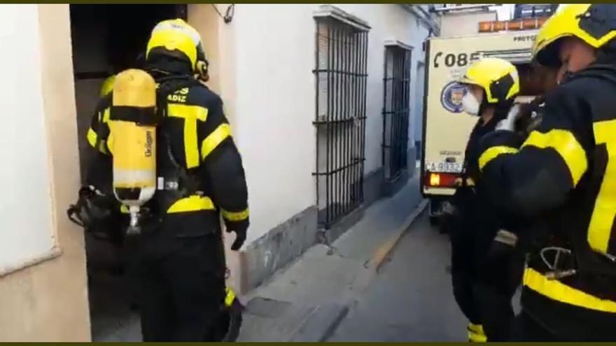 Muere un niño de tres años en el incendio de una vivienda en Cádiz