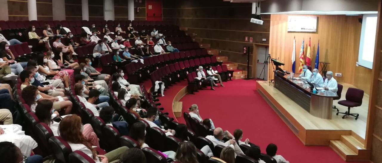 Acto de bienvenida en el Hospital General de Alicante a los nuevos MIR