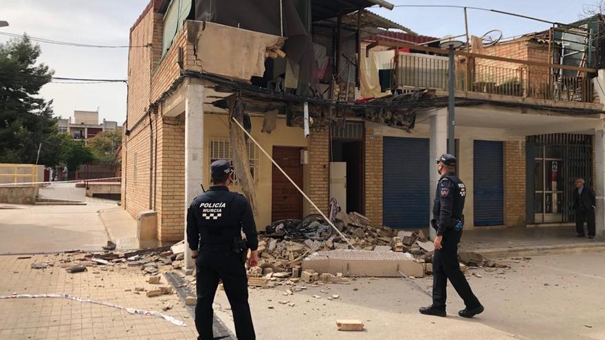 Se desprende una terraza en El Palmar en un edificio con un expediente de ruina