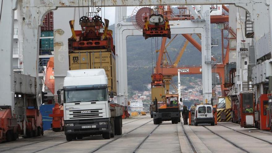 Competencia amenaza con sancionar a empresas y sindicatos de Vigo por pactos en la estiba