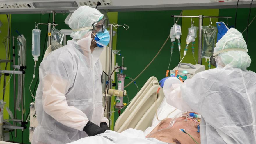 El repunte de casos triplica los ingresos en algunos hospitales en siete días