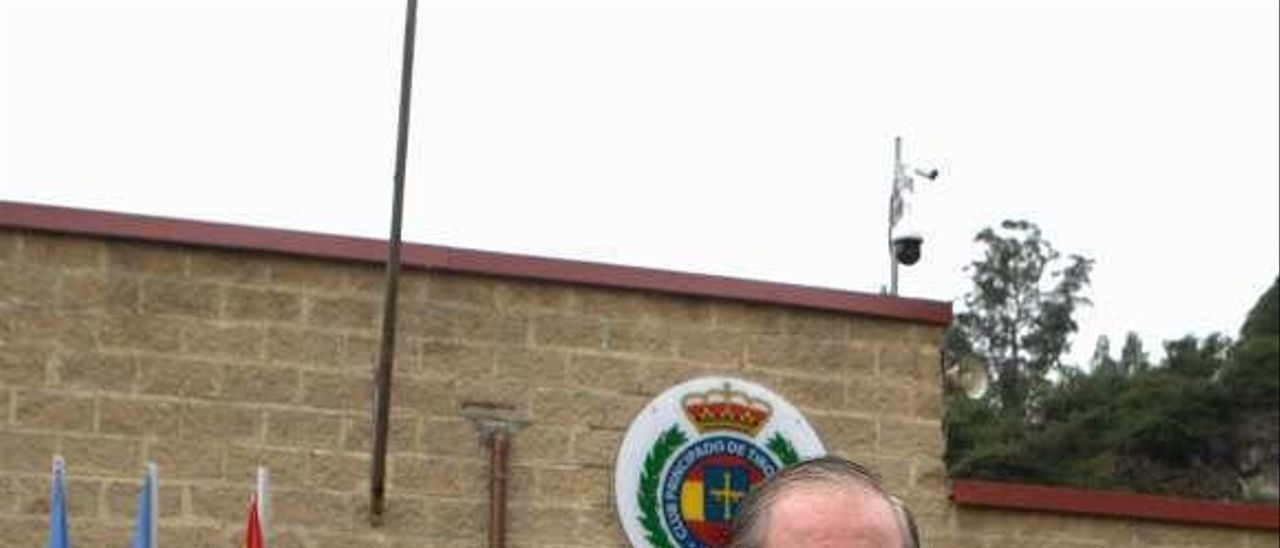 Miguel Francés, durante su visita a la Copa Princesa de Asturias disputada en el Club Principado de tiro olímpico de Oviedo.