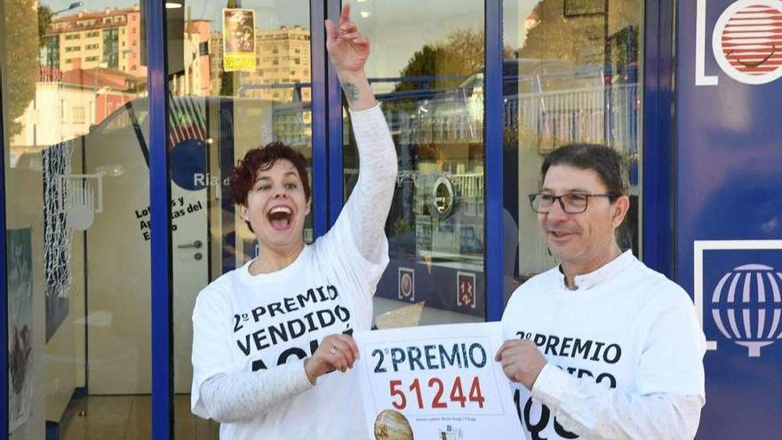 Tres quintos premios dejan diez décimos en Santiago y varios pellizcos en la comarca
