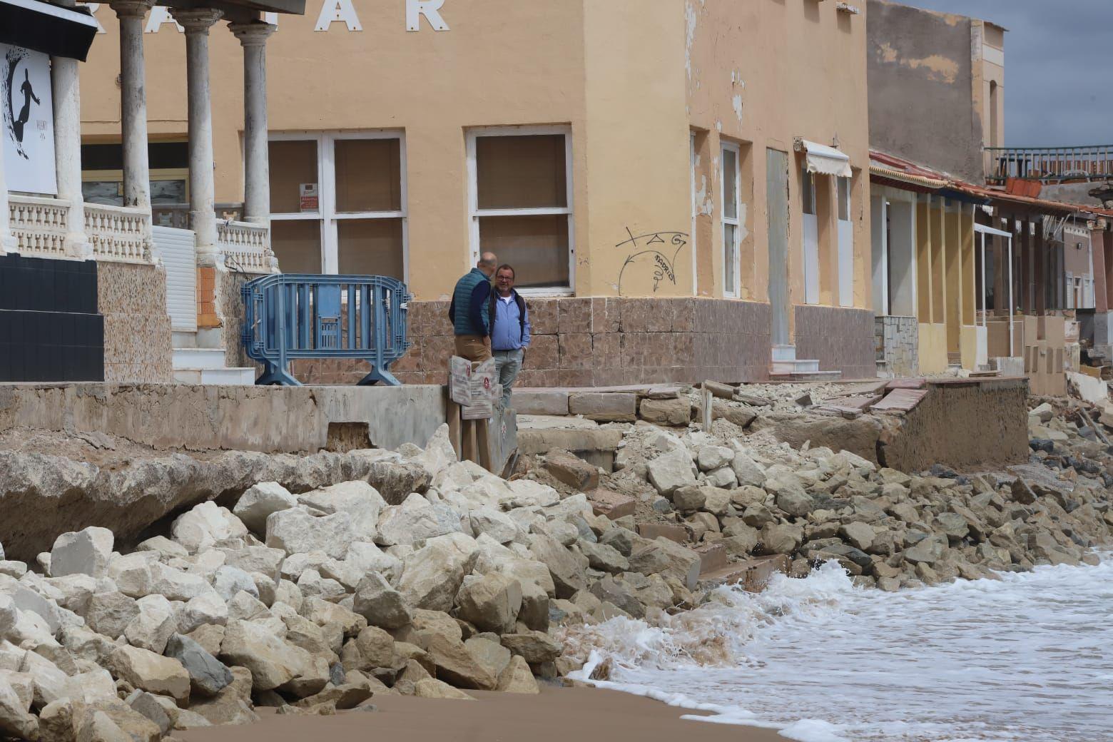 Guardamar denuncia ante Costas las obras sin autorización de vecinos de la playa Babilonia