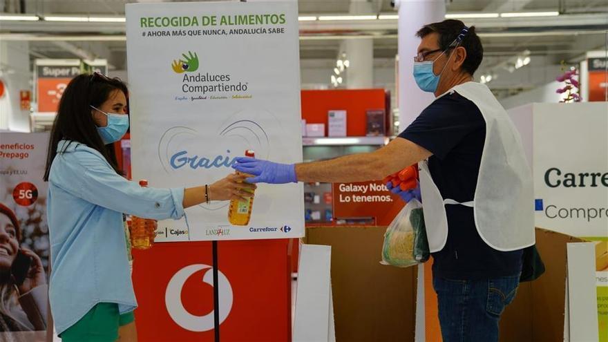 'Andaluces compartiendo' y Carrefour donan 50.000 kilos de alimentos a familias ante el impacto del covid-19