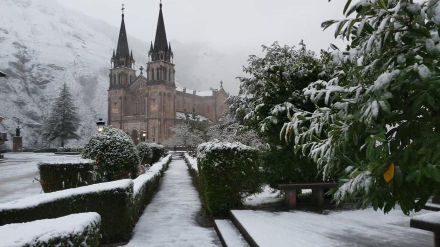 Las imágenes que deja la nieve en Asturias en el primer sábado de 2021