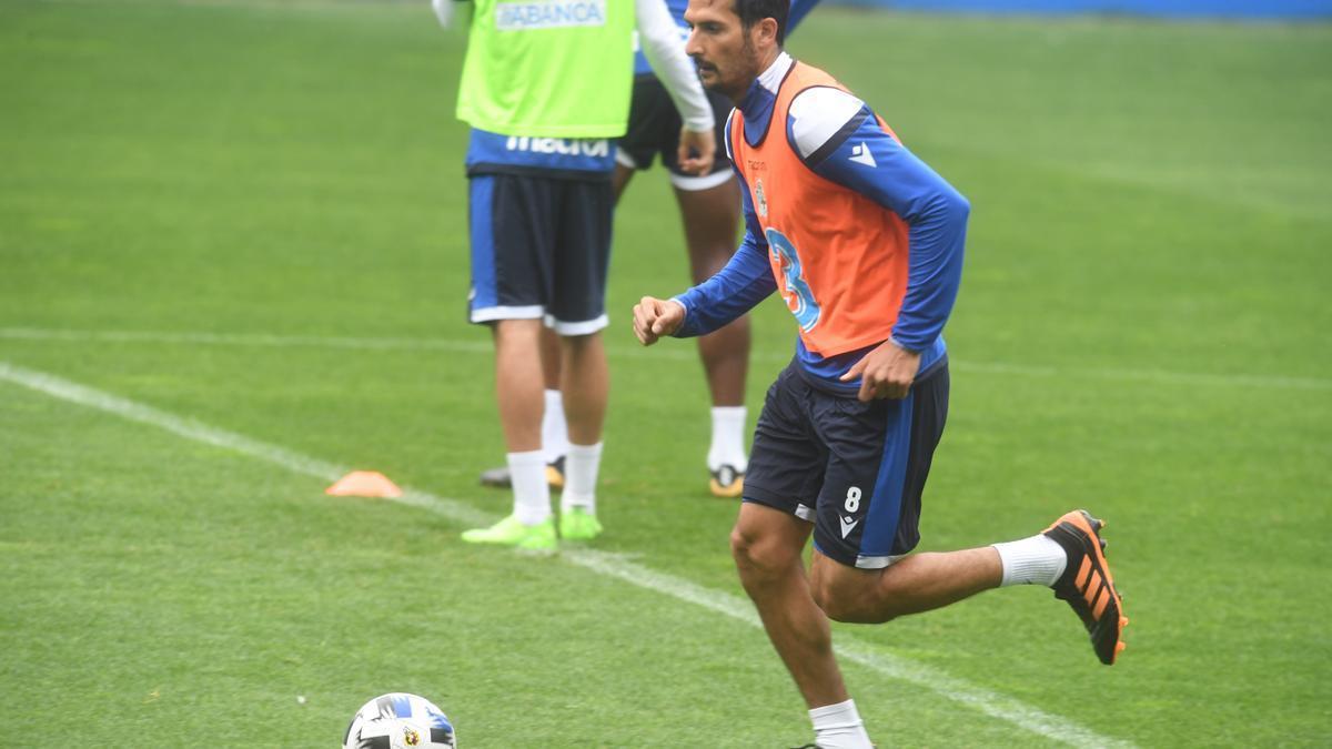 Celso Borges durante un entrenamiento en Riazor.