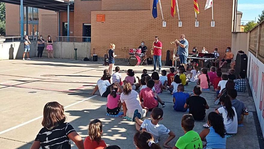 La banda municipal acerca el arte de la música a los escolares