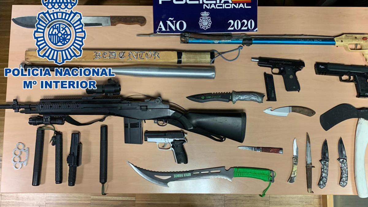 Armas incautadas por lo Policía Nacional durante la intervención en Taboada Leal. // CNP