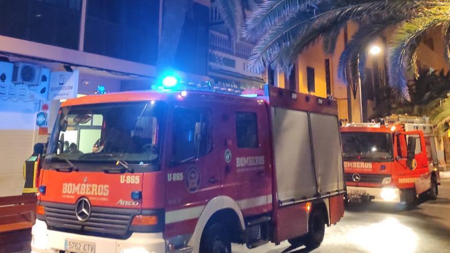 Extinguen un incendio de madrugada en Luis Morote