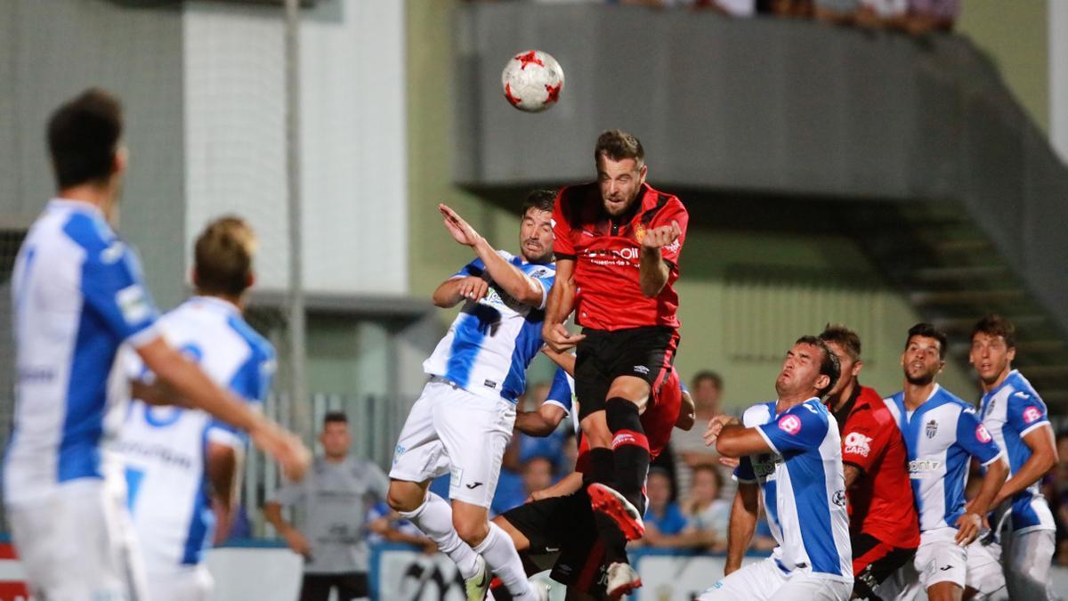 Imagen del partido que enfrentó al Atlético Baleares y el Real Mallorca, tras el que se produjo la agresión