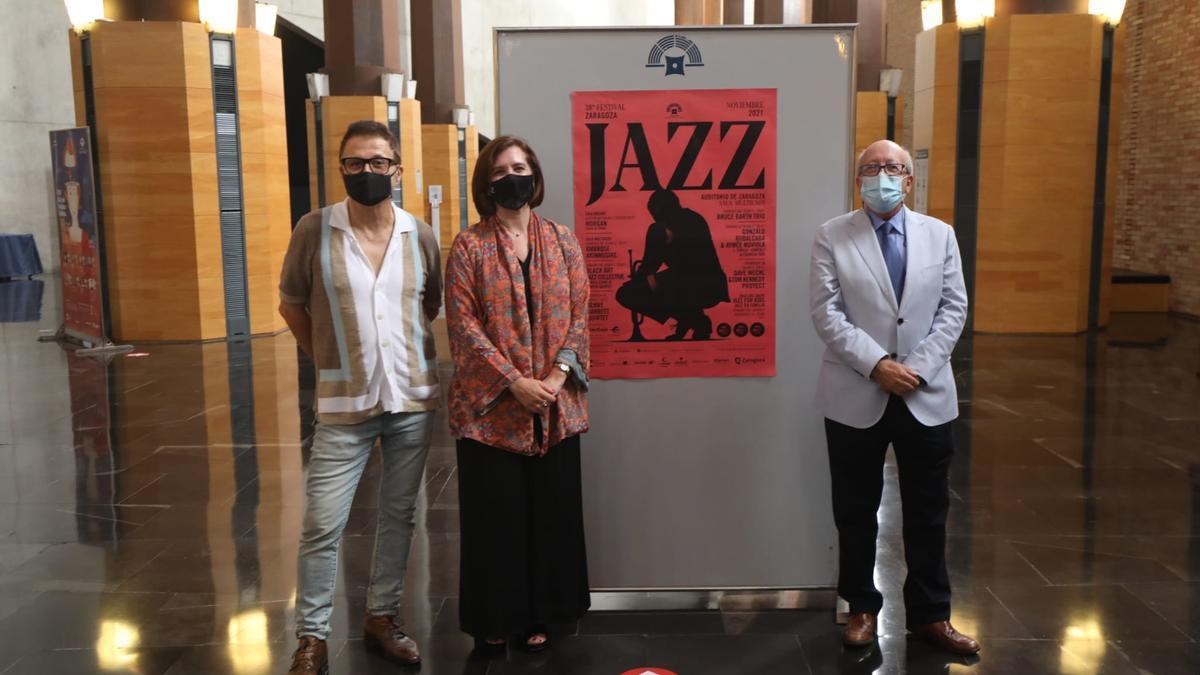 Jaime Borobia, Sara Fernández y Miguel Ángel Tapia, este viernes, en la presentación del Festival de Jazz de Zaragoza.