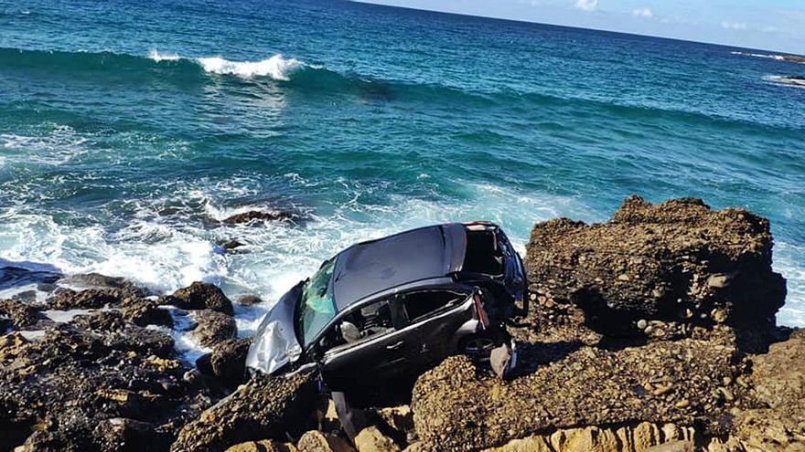 Dos ocupantes muertos en el coche despeñado en Fuerteventura