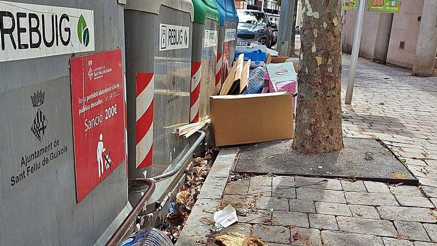 Els comuns critiquen l'escàs reciclatge a Sant Feliu de Guíxols