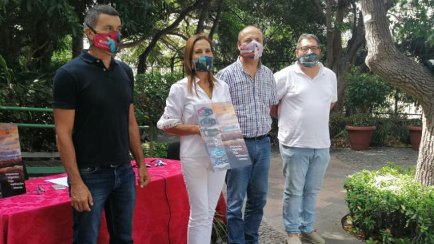 Agaete protege a sus escolares con mascarillas de Dámaso y Carla Suárez