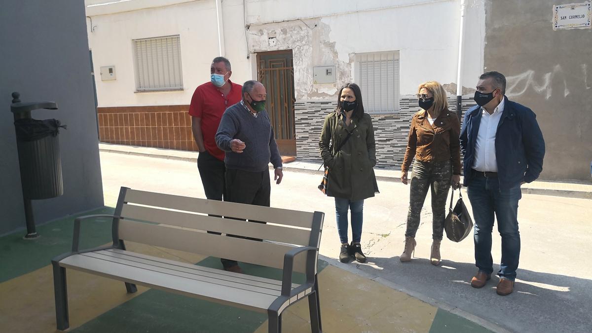 Galí, Martinavarro y Mollá visitan el barrio junto a los vecinos para conocer sus impresiones.
