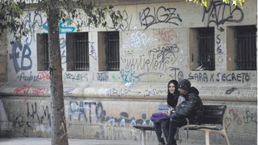 Palmario | Instan a Educación a limpiar los grafitis de los institutos