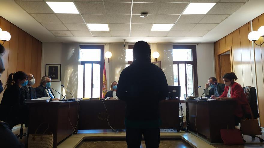 Condenado un preso por la muerte de un policía al que atacó en Son Espases