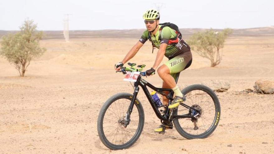 Roberto Bou, del TBellès, s'imposa al Marroc On Bike