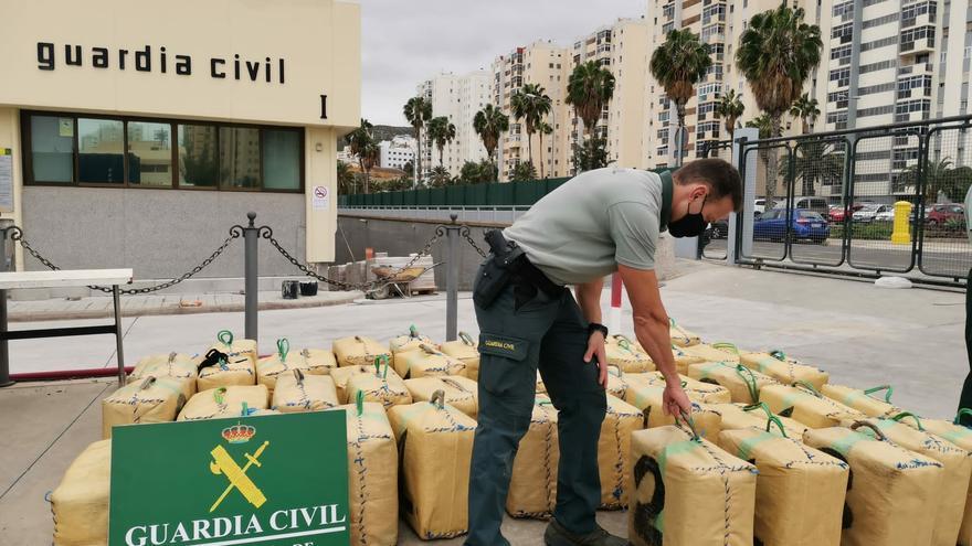 La Guardia Civil intercepta una embarcación en Arucas con 1.600 kilogramos de hachís