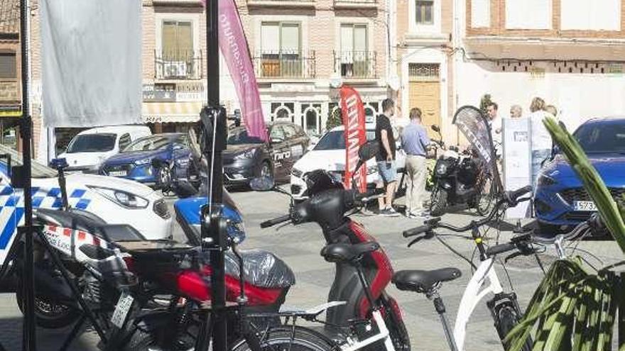 Muestra de vehículos eléctricos en la Semana de la Movilidad.